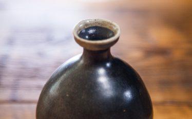 """うつわの世界~白の鉢、黒の酒器。""""朱""""をひきたてるコーディネート~"""
