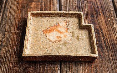 うつわの世界~はじめて手がけられた皿と長くつくられている定番の酒器~