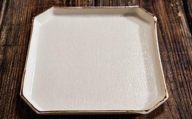 """うつわの世界~個性あるかたちの皿たち。モダンと歴史に思いを馳せ""""和""""にひたる~"""