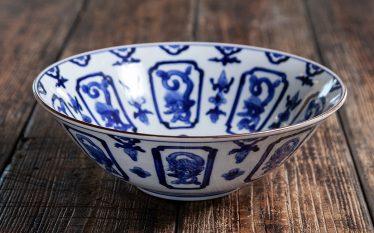 うつわの世界~九谷の鉢とガラスの片口 それぞれの麗しい曲線~