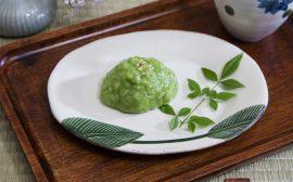 鮮やかなグリーンがまぶしい和のおやつ うぐいす餅