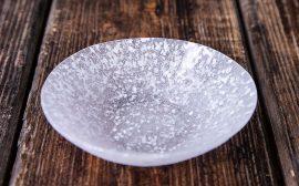 うつわの世界~ガラスの皿に溶け込む和菓子~