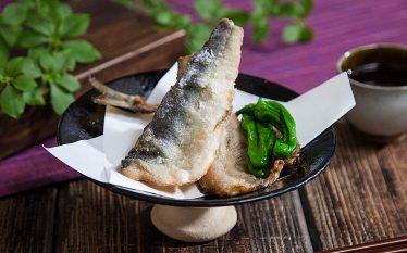 シンプルなレシピで魚の美味しさを堪能!鮎の竜田揚げ