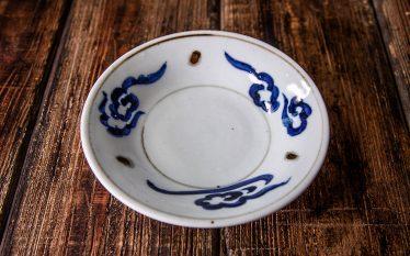 うつわの世界~料理を華やがせる印象的な「青」と「赤」~