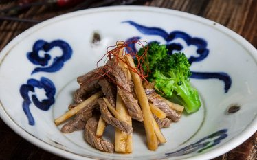 ちょっぴり中華風の味 牛肉とごぼうの酢味噌和え