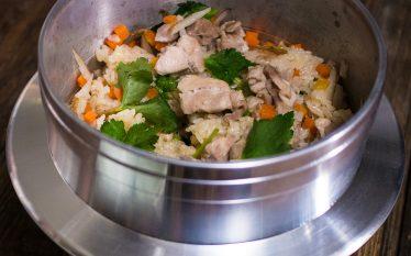 甘めの味付けでお子様にも人気! 鶏肉と根菜の炊き込みごはん