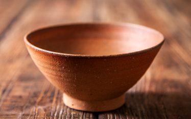 うつわの世界~具材たっぷりの炊き込みごはんを盛る茶碗~