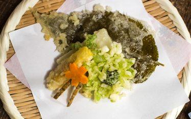 旬のものを好きなだけ揚げましょう! 春野菜の天ぷら