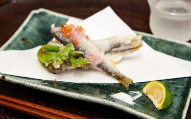 すだち・塩などお好みで召し上がれ! 稚鮎の桜花揚げ