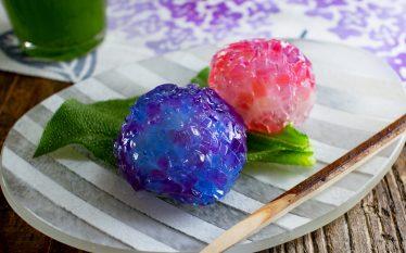 赤・青・紫の可愛い和菓子 あじさいゼリー