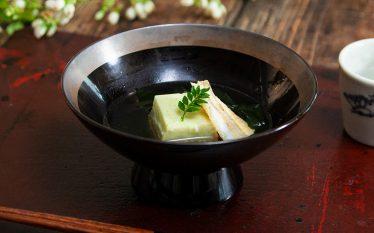 初夏色のお吸い物 キスとグリーンピース豆腐椀