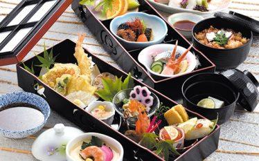 【夏の食材をふんだんに使いました!「長手二段御膳 ほおずき」】